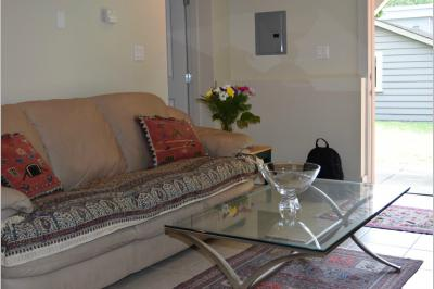 Furnished accommodation West 14th Avenue - Courtenay Street 1 (3700)