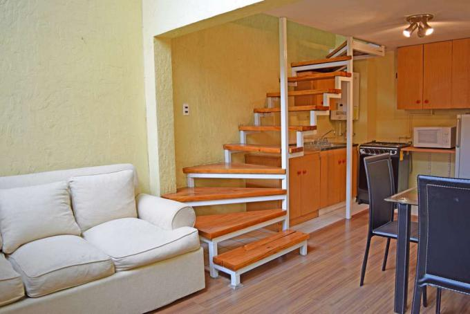 Living y escaleras